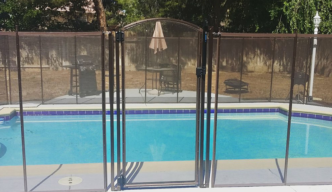 self-closing pool safety gate
