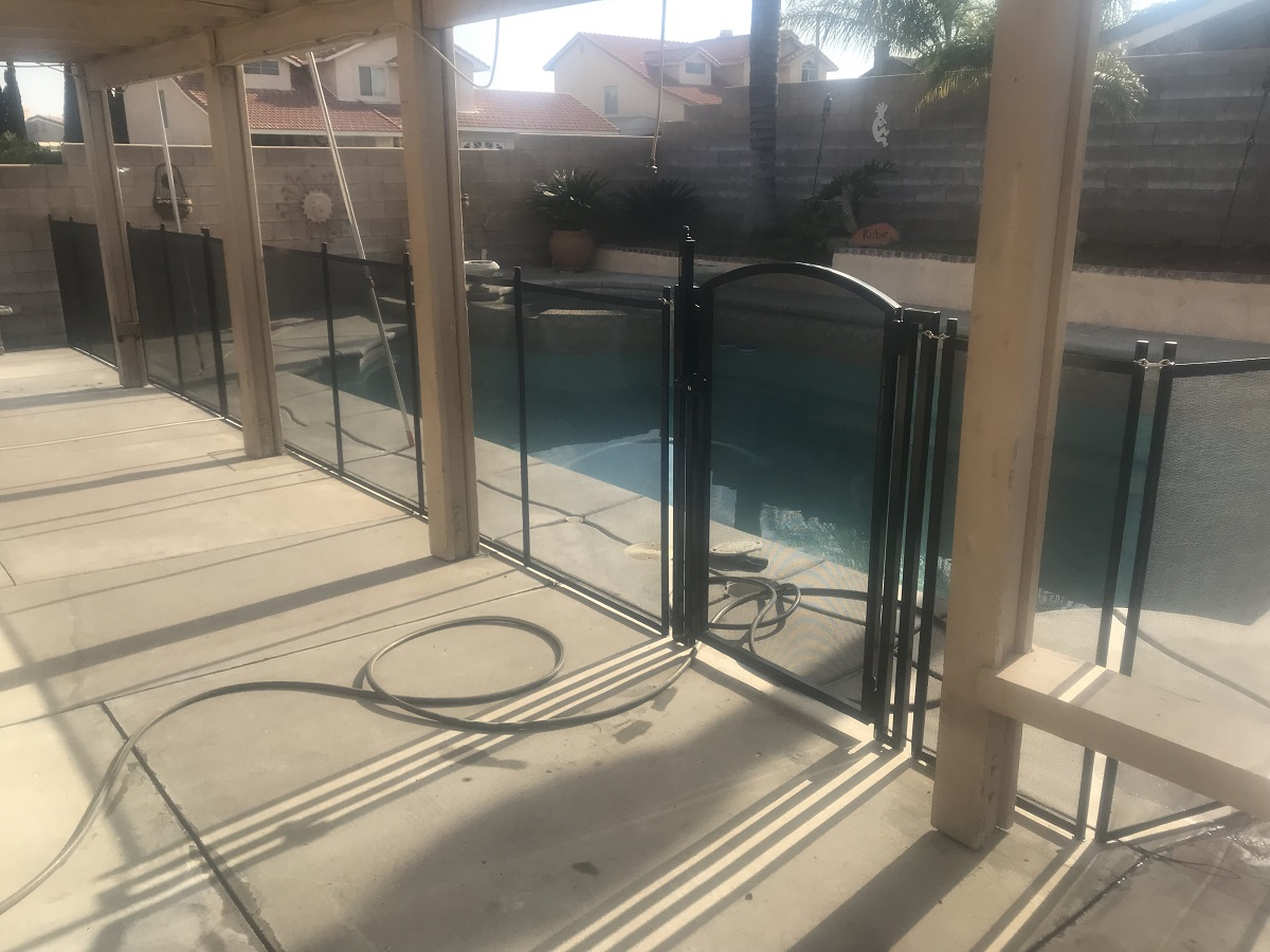 Life Saver black pool fence